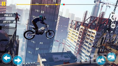 摩托车飞跃特技